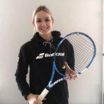 Zuzanna Jarska - Nazywam się Zuzia, mam 20 lat. Jestem studentką drugiego roku logistyki na Uniwersytecie Szczecińskim. Pracuję w sklepie sportowym jako doradca sportowy. W tenisa gram amatorsko od dziecka. Mam nadzieję na przyszłe sukcesy :)